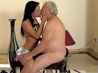 KeezMovies Video - Teen Girl Sucks Shemale But The Dame Is Very Forgiving